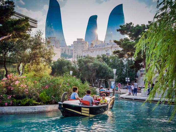 «Лента.ру»: Баку – самый красивый город СНГ наряду с Санкт-Петербургом