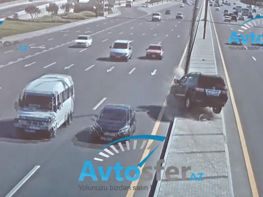 «Заснул за рулем – протаранил столб»: Новые кадры ДТП в Баку – ВИДЕО