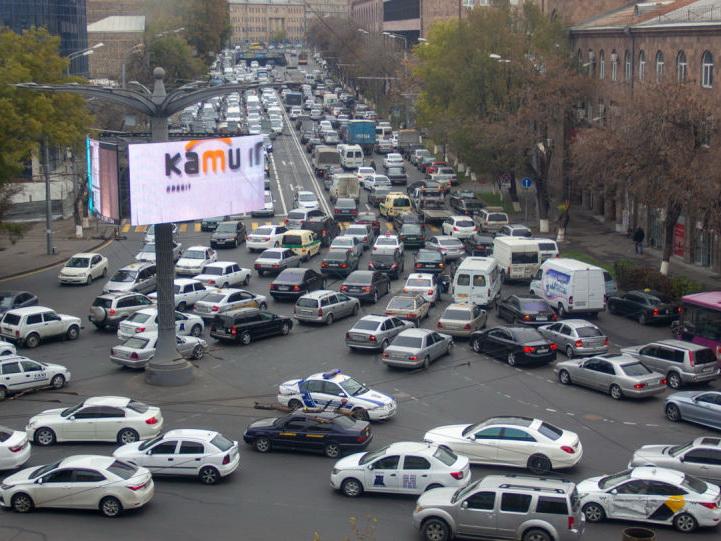 Из-за «блэкаута» в Ереване не работают многие светофоры