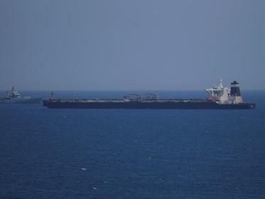 Пять катеров Ирана пустились в погоню за британским танкером