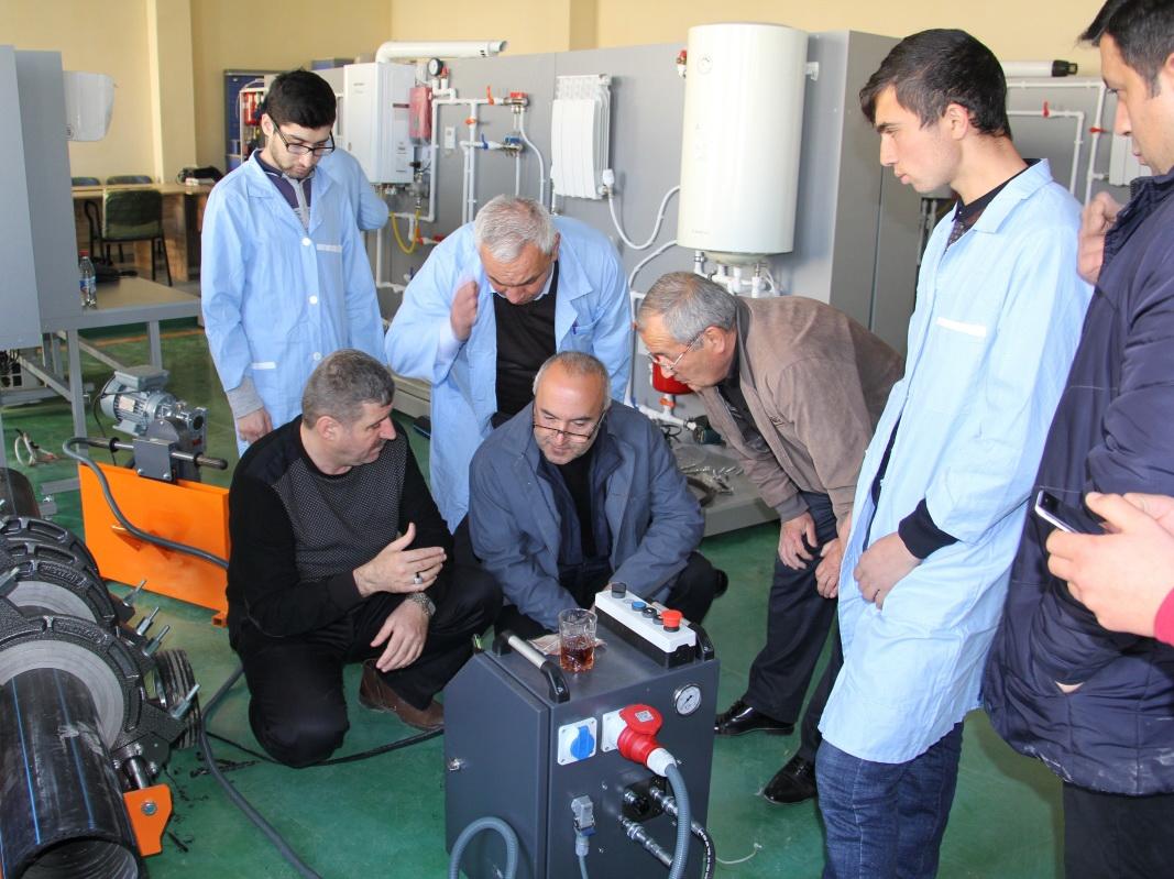 В Гяндже появилась первая производственная мастерская для студентов