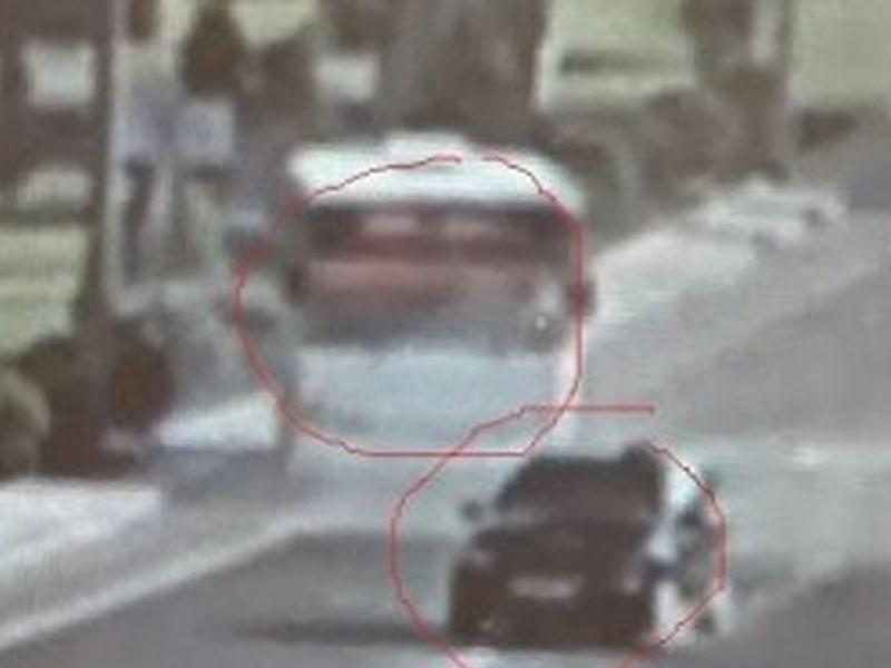 Sükan arxasında telefonla oynayan sürücü dəhşətli qəza törətdi - VİDEO