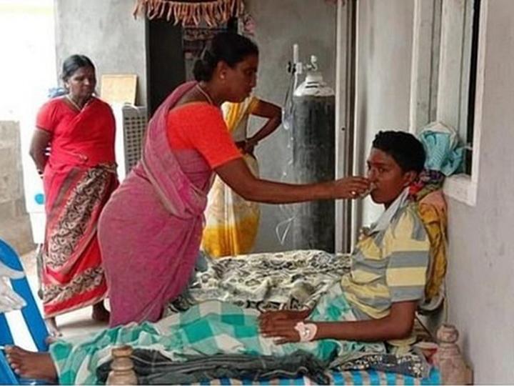 Мать спасла сына от кремации заживо, заметив его слезы