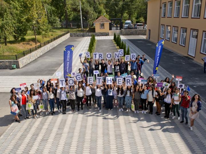 Опрос: Евросоюзу азербайджанцы доверяют больше других организаций
