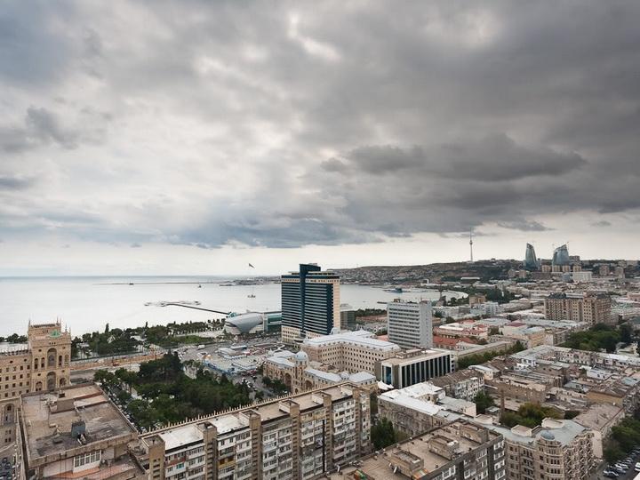 В воскресенье в Баку пасмурно и сильный ветер
