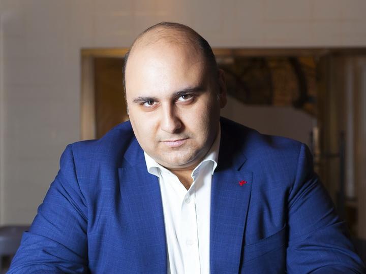 Риад Гасымов о хейтерах: «Наверняка, эти люди сажают гостей не в гостиной ужинать, а рассыпают еду на полу в лифте»