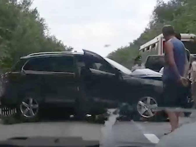 Кортеж Зеленского столкнулся с автобусами с детьми - ВИДЕО