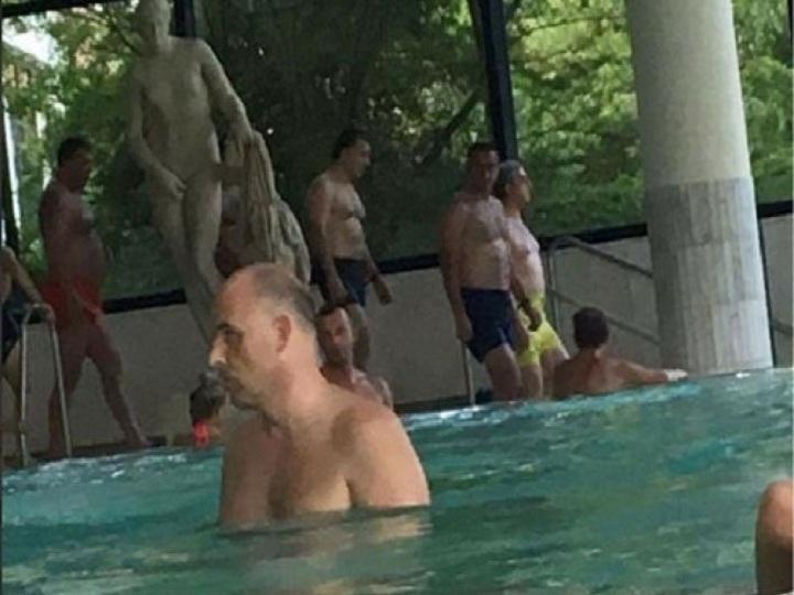 Sarkisyan Baden-Badendə hovuzda görüntülənib