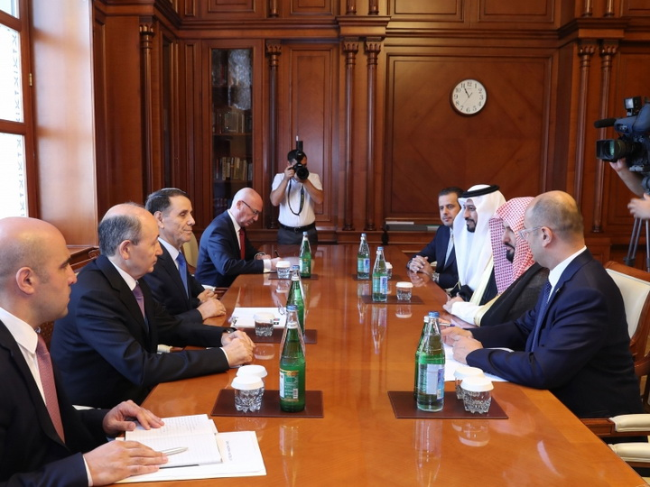 Премьер-министр Азербайджана встретился с министром юстиции Королевства Саудовская Аравия - ФОТО