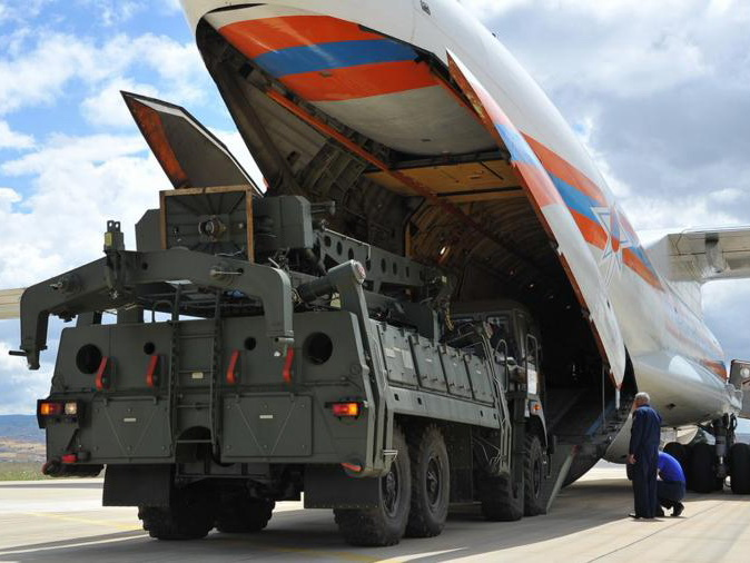 Десятый самолет с компонентами ЗРК С-400 приземлился в Анкаре