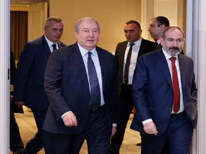 Paşinyan Sarkisyanla görüşüb