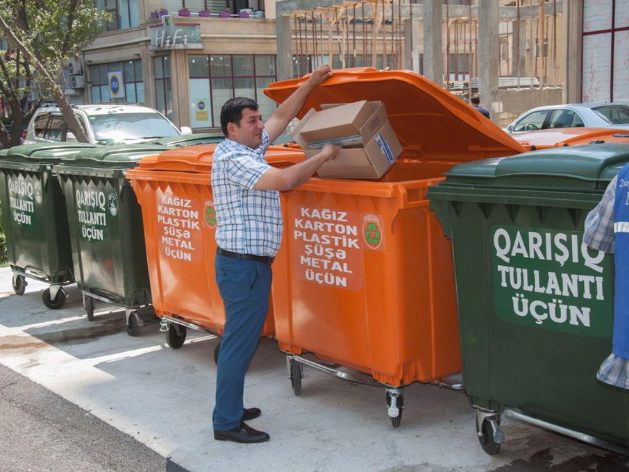 ИВ Баку: Жители столицы по собственной инициативе сортируют мусор - ФОТО