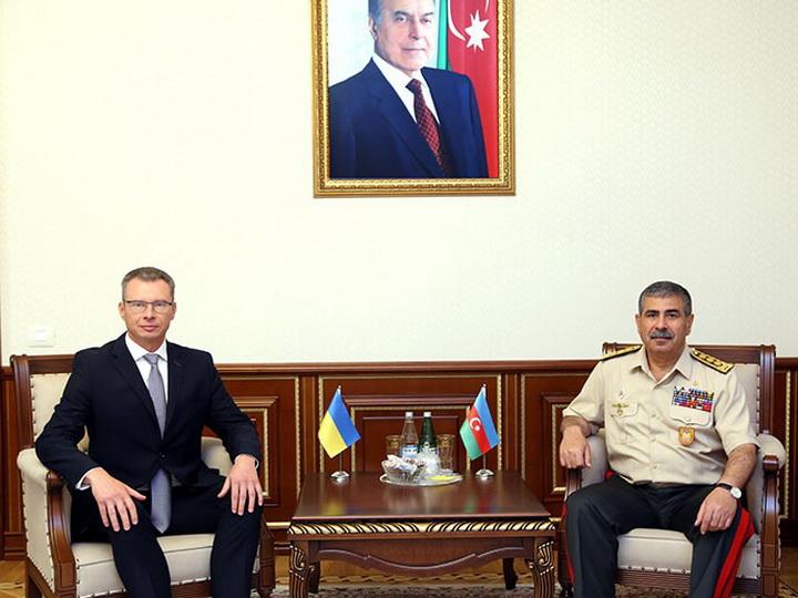 Министр обороны Азербайджана встретился с послом Украины - ФОТО