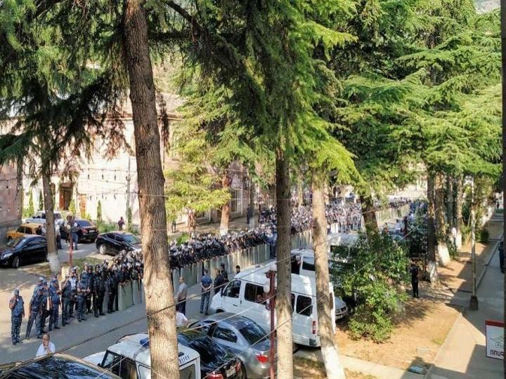 Ermənistanda polis etirazçılara güc tətbiq edib, təxribat törədib