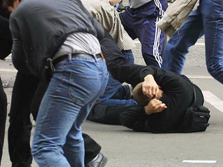 «Не трогайте наших женщин»: азербайджанцы по-ошибке устроили массовую драку с чеченцами - ВИДЕО