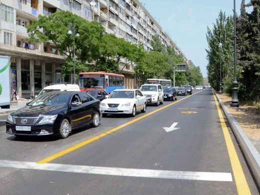 Вниманию водителей Баку: Начинают штрафовать за езду по «желтым полосам»