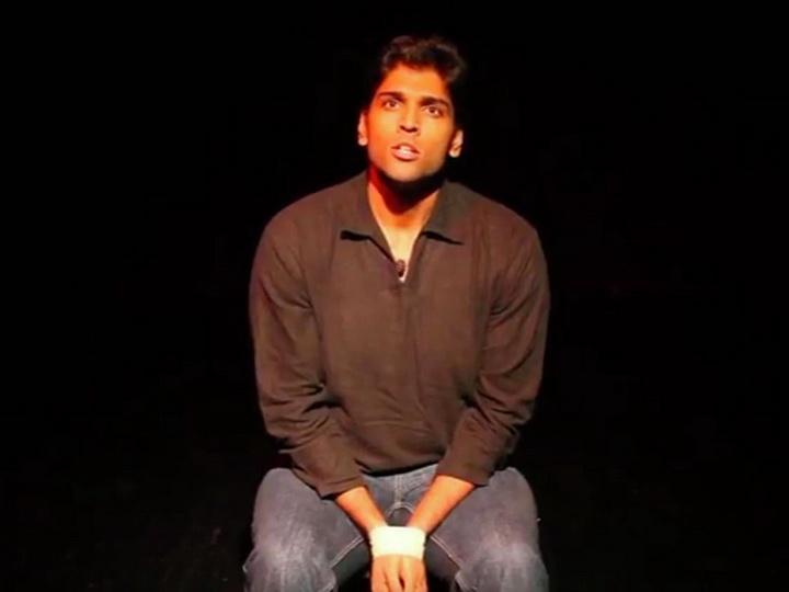 В Дубае стендап-комик умер на сцене во время выступления - ВИДЕО