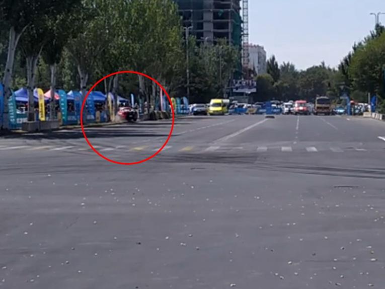 Автомобиль влетел в зрителей на чемпионате по дрифту в Бишкеке - ВИДЕО