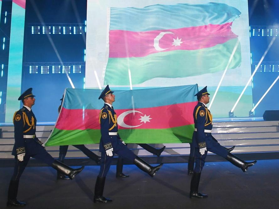 Ильхам Алиев и Мехрибан Алиева принимают участие в церемонии торжественного открытия XV Европейского юношеского летнего олимпийского фестиваля - ФОТО