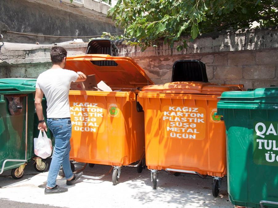 ИВ Баку: Жители столицы с энтузиазмом участвуют в проекте по сортировке мусора - ФОТО