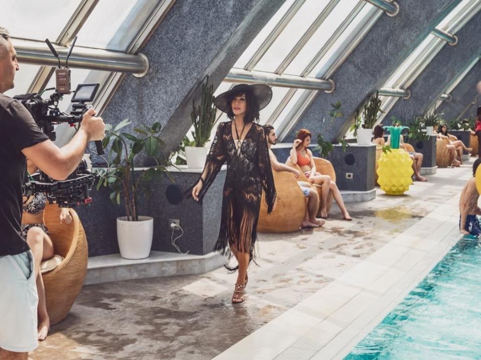 Бриллиант Дадашева в коротких шортах и купальнике в объятиях самого красивого модели в мире – ФОТО – ВИДЕО