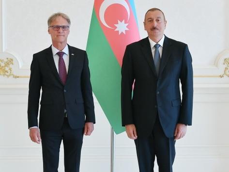 Президент Ильхам Алиев принял верительные грамоты новоназначенного посла Германии в Азербайджане