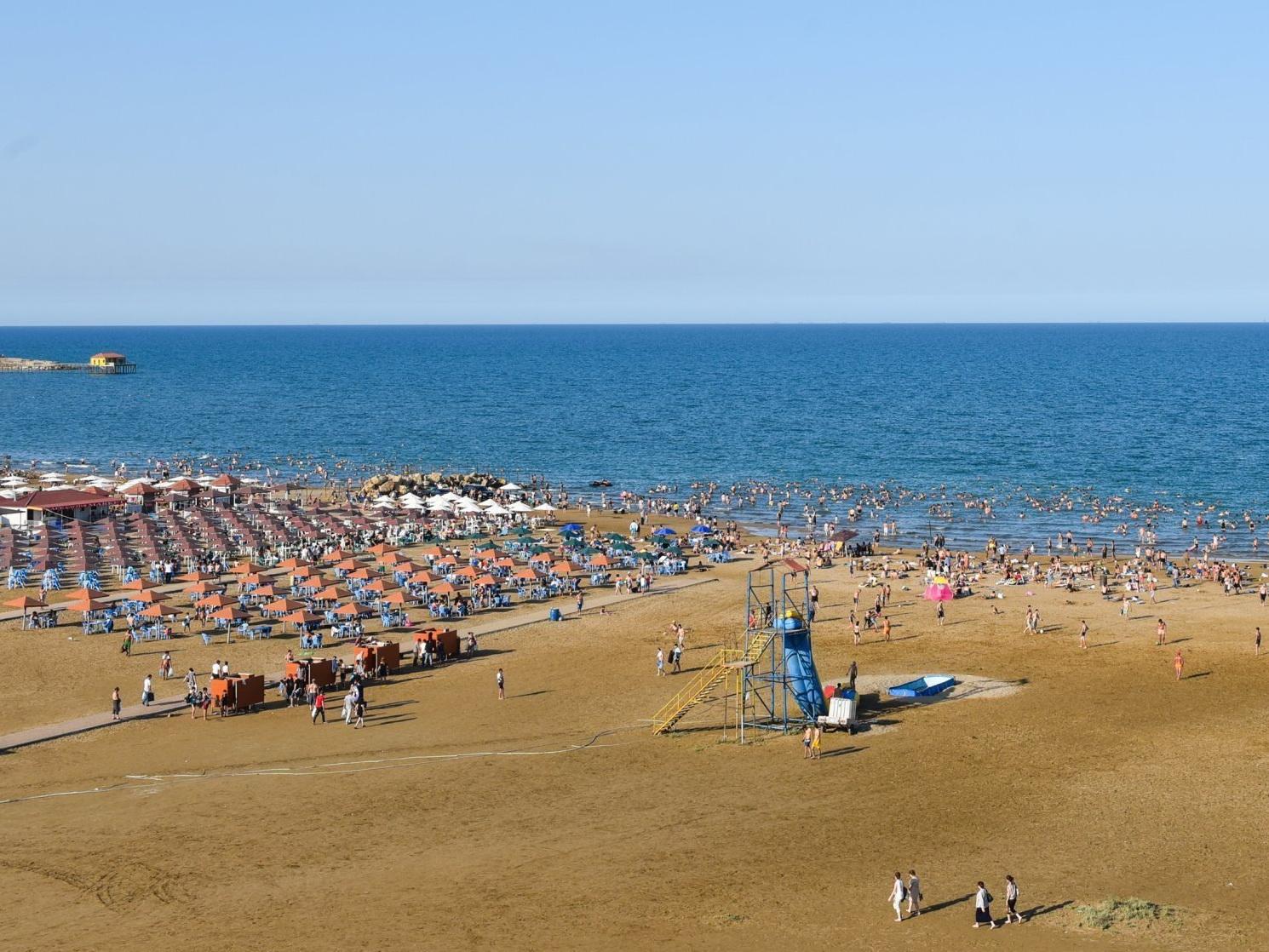 «Неисправимые»: Пляжные рэкетиры в Баку придумали оригинальные шлагбаумы специально для проверок ИВ