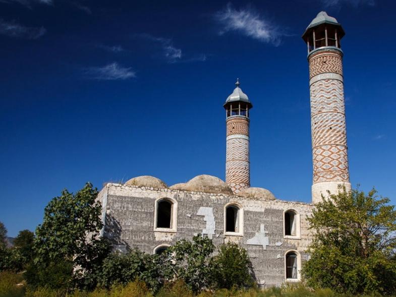 Исторические архитектурные и археологические памятники Агдама стали жертвой армянского зверства