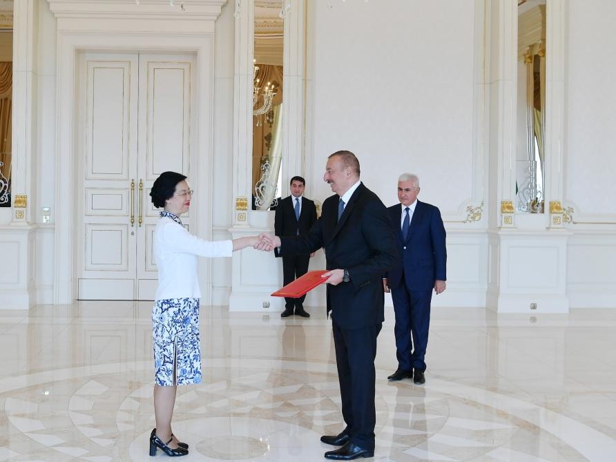 Президент Ильхам Алиев принял верительные грамоты новоназначенного посла Китая в Азербайджане