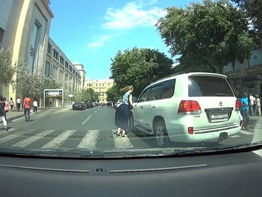 Вагиф Асадов о водителе, чуть не сбившем женщину на «зебре»: Штрафа не будет - ВИДЕО - ОБНОВЛЕНО