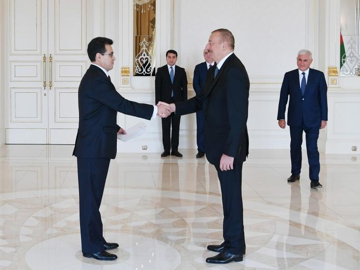 Президент Ильхам Алиев принял верительные грамоты новоназначенного посла Колумбии в Азербайджане