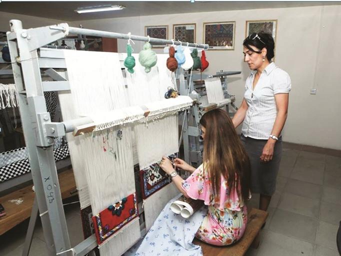 Государственные программы в сфере занятости помогают людям найти работу с более достойными условиями труда