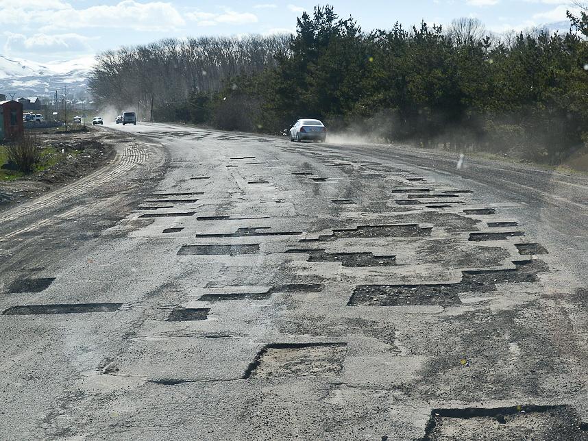 Подстава или блеф? Сумеет ли Армения построить новую дорогу в Карабах?