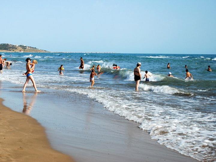 «Кишечная палочка»: Еще два бакинских пляжа стали опасны из-за канализационных стоков – СПИСОК