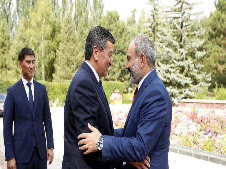 Paşinyan Qırğızıstan prezidenti ilə görüşüb