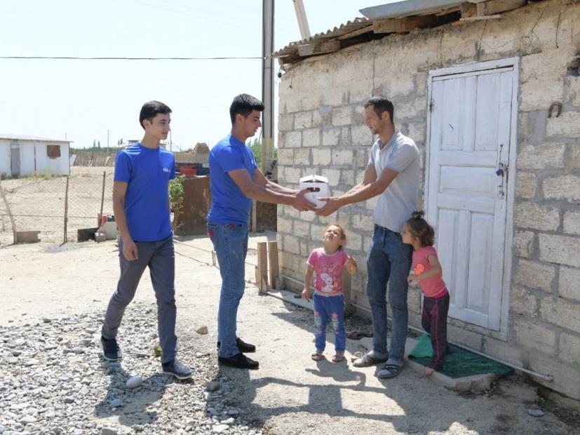 Завершилась раздача Фондом Гейдара Алиева малоимущим семьям праздничных паев по случаю Гурбан байрамы - ФОТО