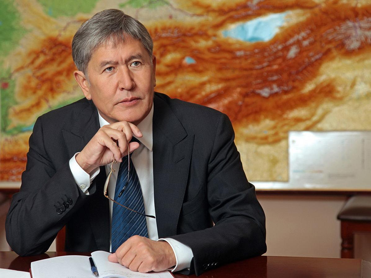 Алмазбеку Атамбаеву предъявили обвинение в убийстве