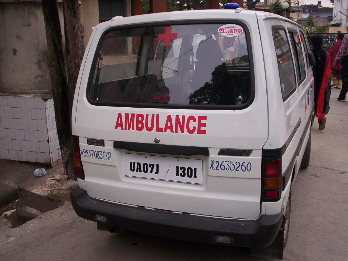 В Индии школьный автобус упал в реку