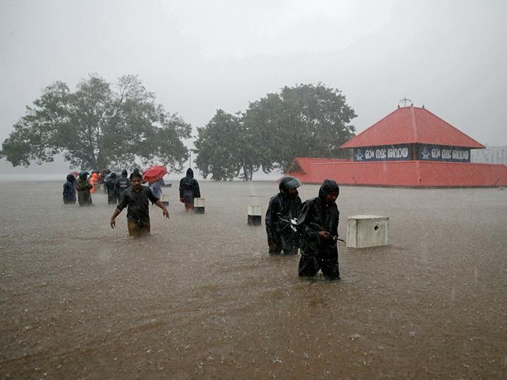 В Индии наводнения и ливни унесли жизни более 270 человек