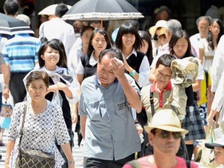 В Японии из-за жары за неделю погибли 23 человека