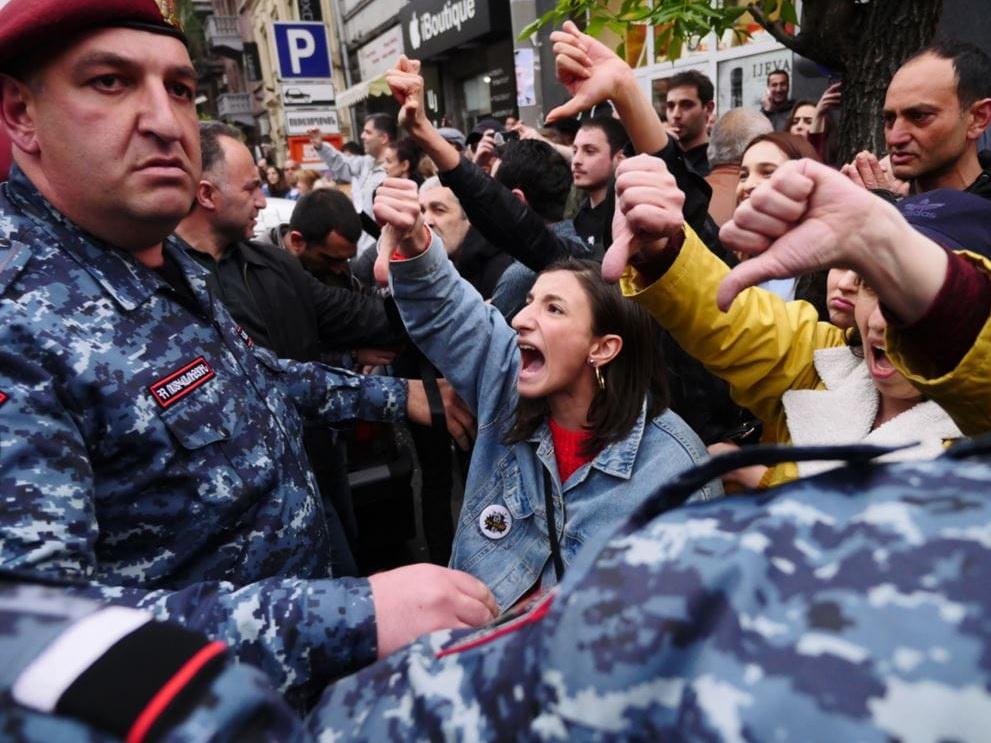 Радикализация Армении: о том, почему Пашиняну выгодно нагнетать обстановку