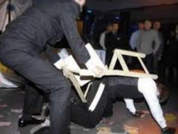 В Баку на свадьбе произошла массовая драка, гостей изрезали ножом