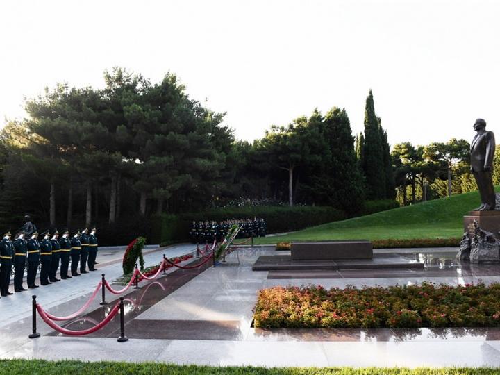 Руководство и личный состав ГПС посетили могилу общенационального лидера Гейдара Алиева и Шехидляр хиябаны - ФОТО