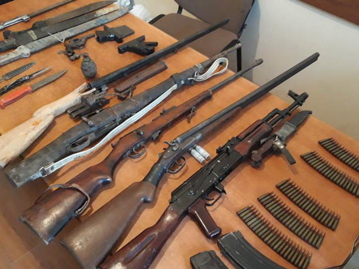 В Азербайджане у жительницы села найден целый арсенал оружия - ФОТО