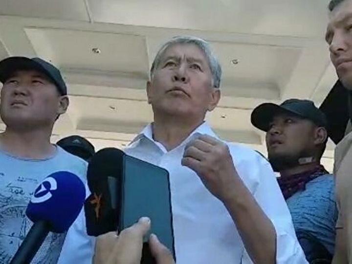 Бишкекский горсуд оставил Атамбаева под стражей