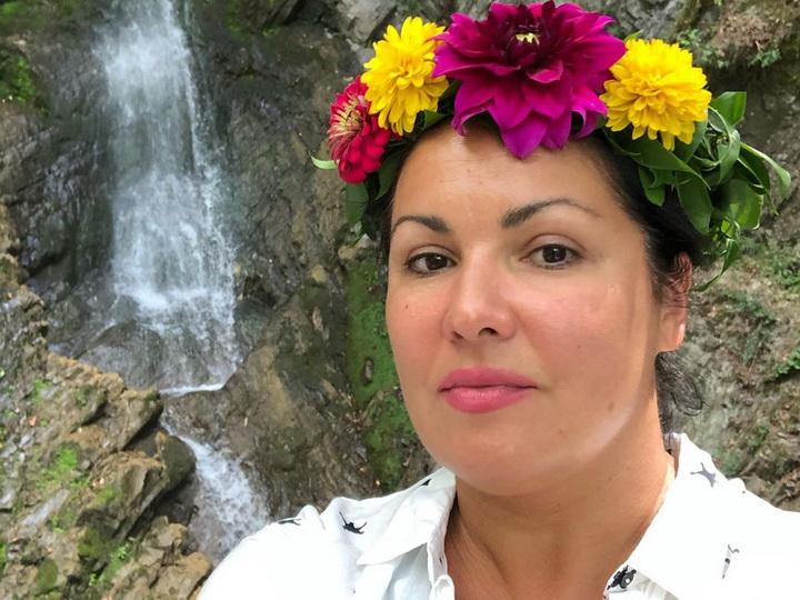 Анна Нетребко спела у водопада «7 красавиц» в Габале - ФОТО - ВИДЕО
