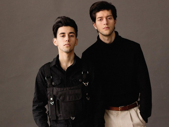«По 16, устали целоваться»: Rauf & Faik сняли клип на свою самую популярную песню - ВИДЕО