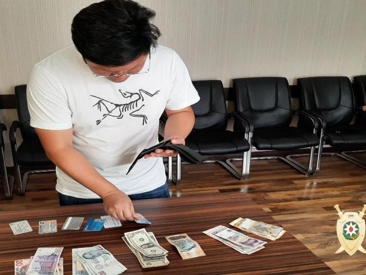 Азербайджанская полиция вернула иностранному бизнесмену потерянные деньги - ФОТО
