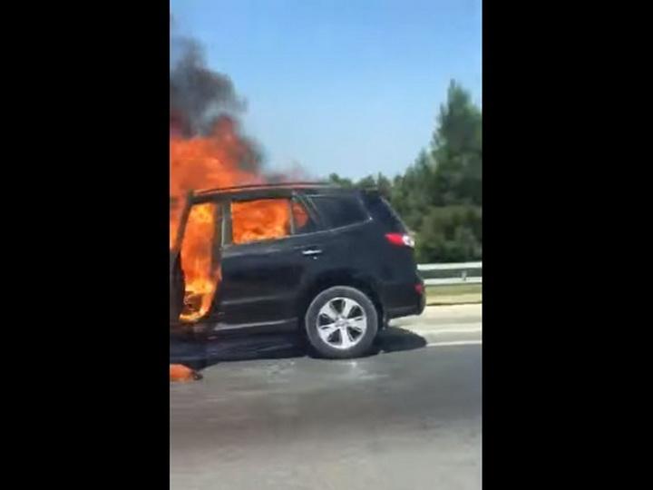 На трассе Баку – Аэропорт горит автомобиль - ФОТО - ВИДЕО