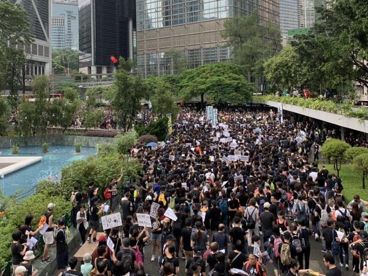 Гонконгские учителя устроили массовую антиправительственную акцию - ФОТО